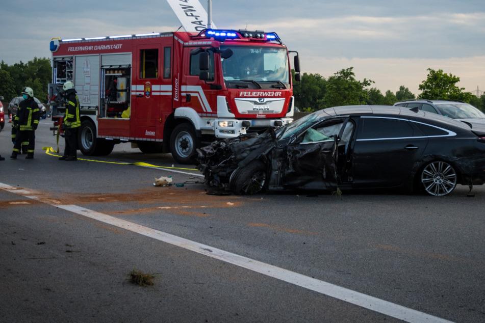 Auto kracht in Transporter und schleudert diesen zur Seite: A5 mehrere Stunden gesperrt