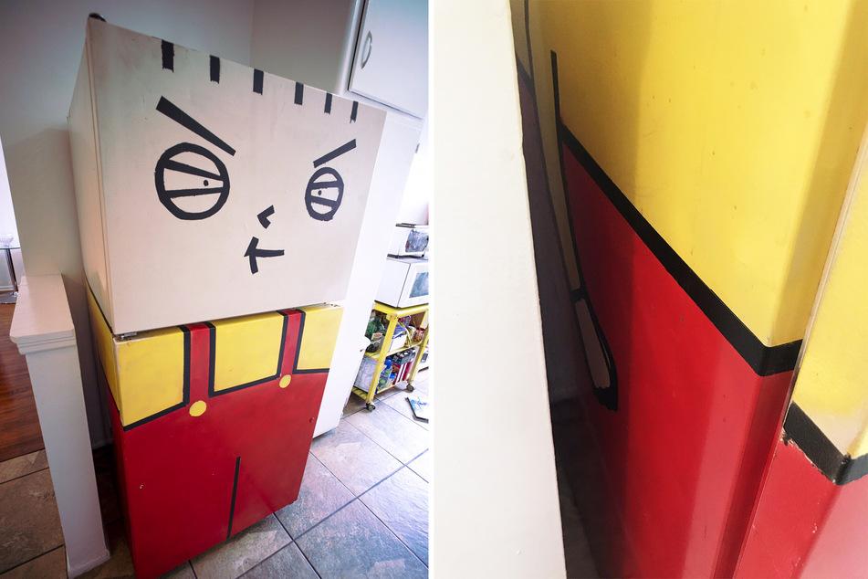 Der Kühlschrank wurde offenbar mit viel Liebe zum Detail gestaltet. Sogar kleine Ärmchen befinden sich auf den Seiten.