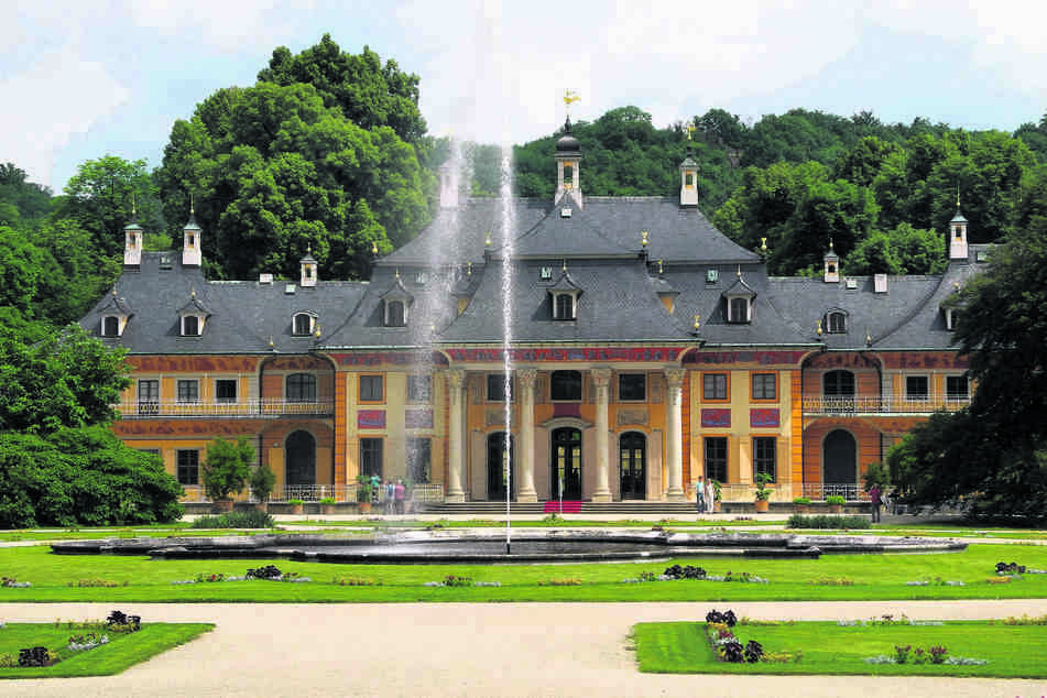 Im Dresdner Kunstgewerbemuseum im Schloss Pillnitz sind ab Freitag die sogenannten Kaiserzimmer wieder zugänglich.