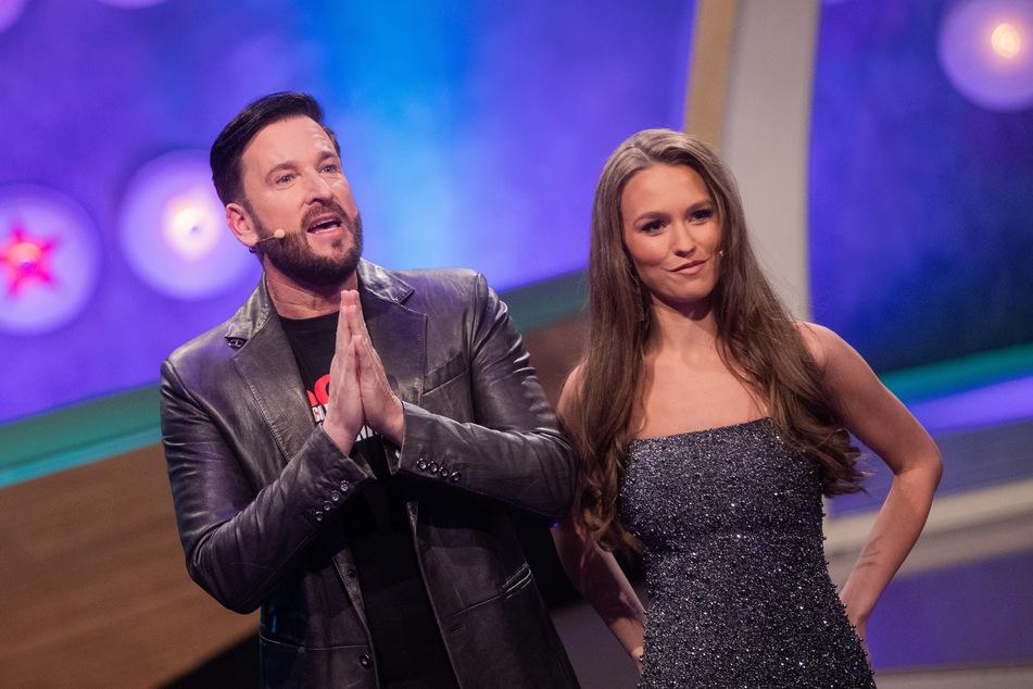 """Da traten sie noch im deutschen Fernsehen auf: Laura Müller (20) neben Ehemann Michael Wendler (48) in der Live-Show """"Pocher vs. Wendler"""" im März 2020."""