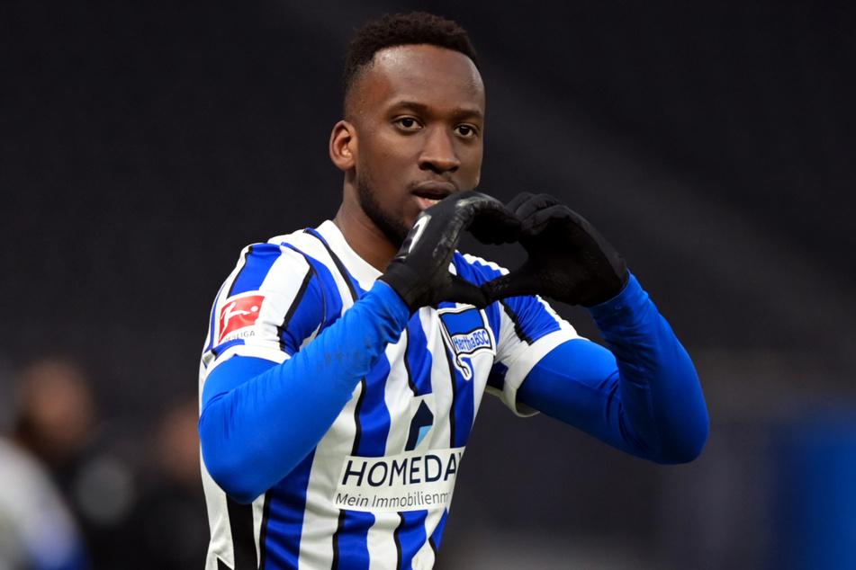 Dodi Lukebakio (23) jubelt nach seinem verwandelten Elfmeter gegen den FC Augsburg. Der Belgier wurde auch gegen Bayer Leverkusen zum Matchwinner.