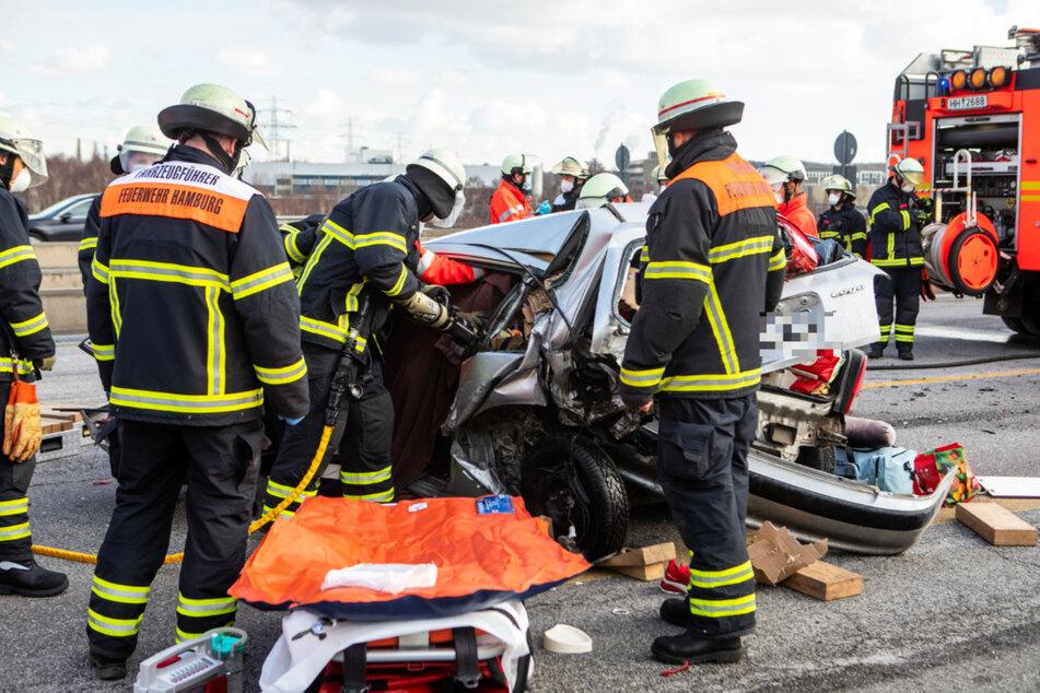 Unfall A7: 12 Kilometer Stau nach Unfall auf A7: Hamburger Einsatzkräfte gefordert!