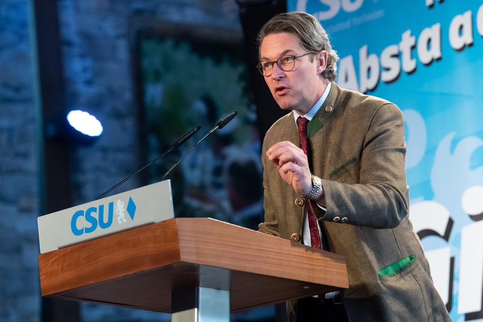 Andreas Scheuer (45, CSU), Bundesminister für Verkehr und digitale Infrastruktur, spricht beim virtuellen politischen Frühschoppen Gillamoos in einer Festhalle.