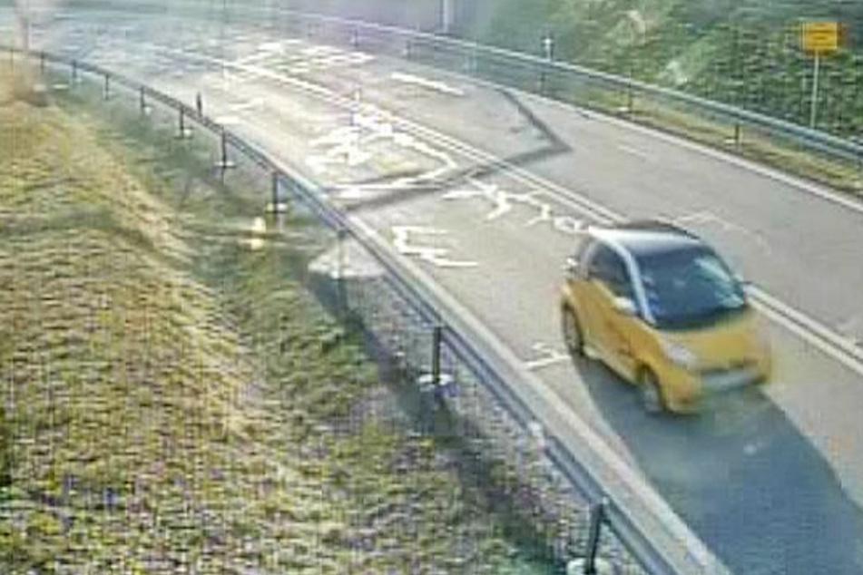 Geisterfahrer auf der A71: Die Polizei sucht diesen gelben Smart.