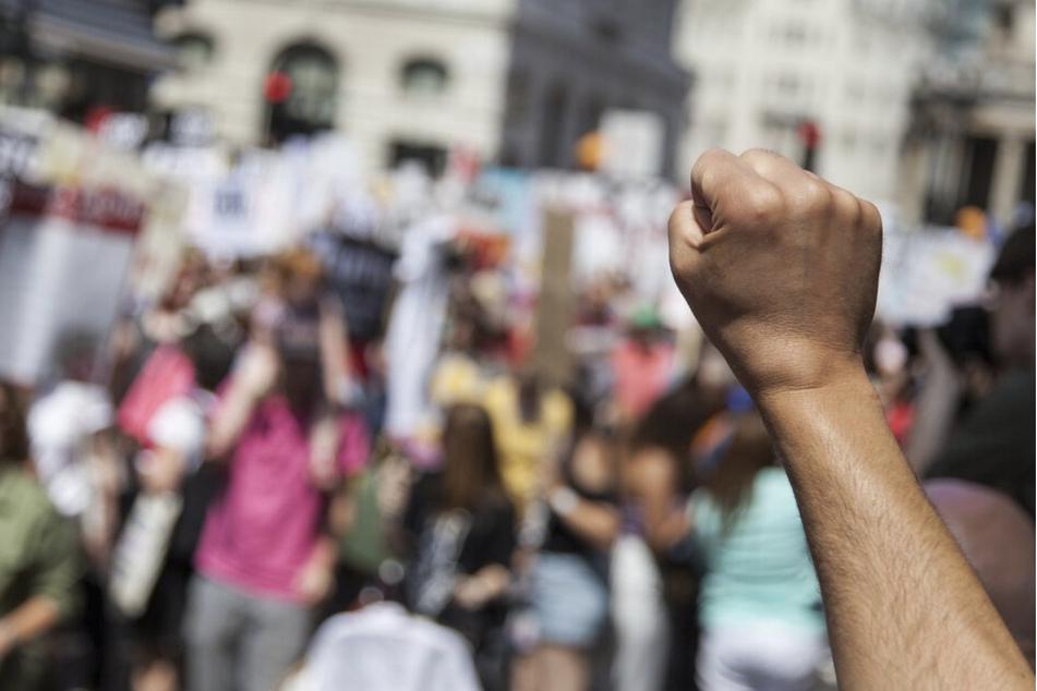 """Gegen einen Demo-Aufzug der """"Bürgerbewegung Leipzig"""" regte sich am Montag heftiger Gegenprotest."""