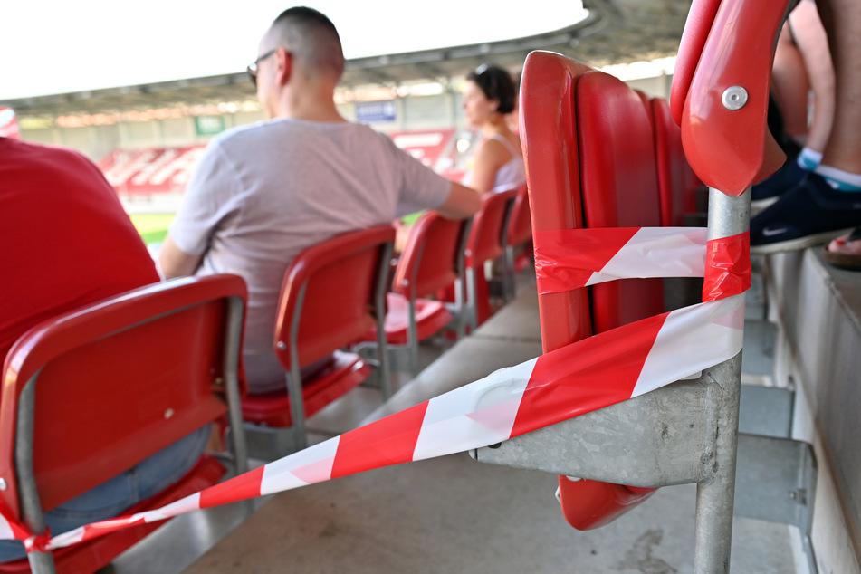 Neben Sitz- soll grundsätzlich auch der Verkauf von Stehplatz-Tickets erlaubt sein. Darauf einigten sich am Dienstag die Drittliga-Vereine.