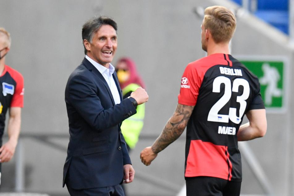 Bruno Labbadia (54) klatscht mit Arne Maier (21) nach dem 3:0 in Hoffenheim ab.