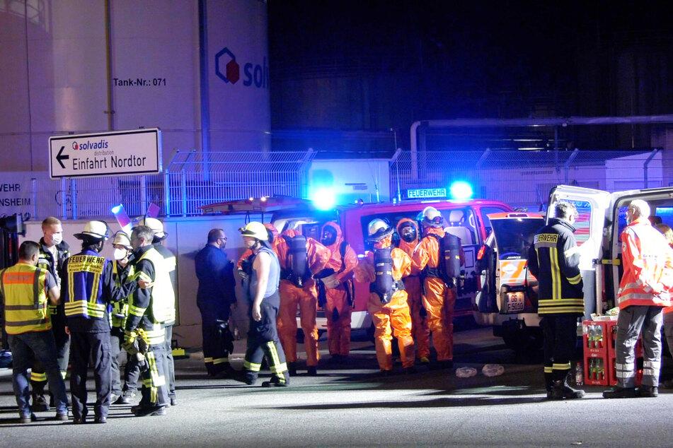 Stundenlang war ein Großaufgebot der Feuerwehr im Einsatz, um Schlimmeres zu verhindern.