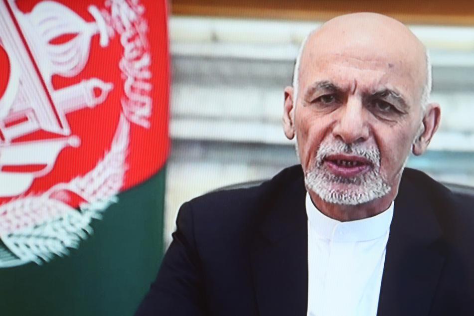"""Geflüchteter afghanischer Präsident entschuldigt sich: """"Wollte das Volk nicht im Stich lassen"""""""