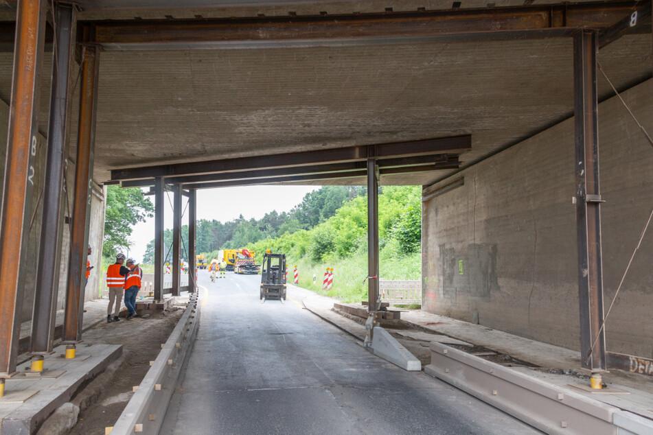 Die beschädigte Autobahnbrücke muss nun wieder instand gesetzt werden.