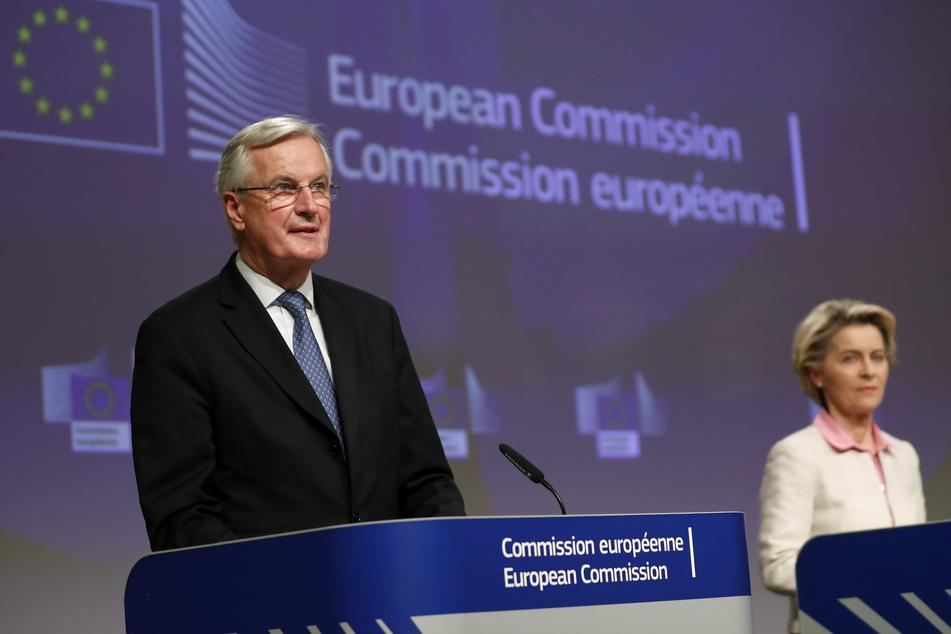 Michel Barnier, EU-Chefunterhändler für den Brexit, und Kommissions-Präsidentin Ursula von der Leyen verkünden gemeinsam, dass es mit dem Brexit endlich vorangeht.