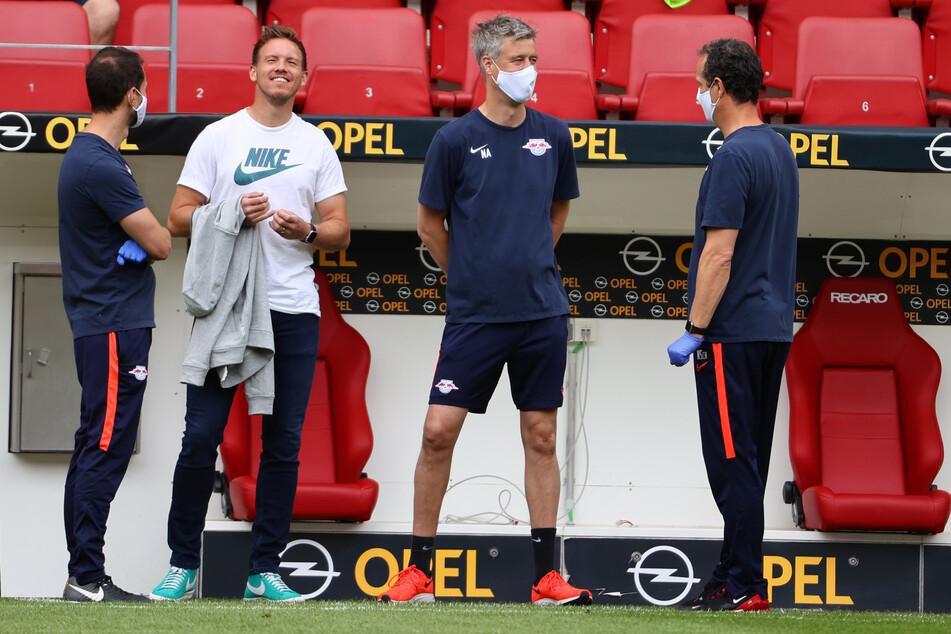 Gelungene Dienstreise nach Mainz: Trainer Julian Nagelsmann (2.v.l.) und sein Staff durfte sich über einen klaren 5:0-Sieg freuen.