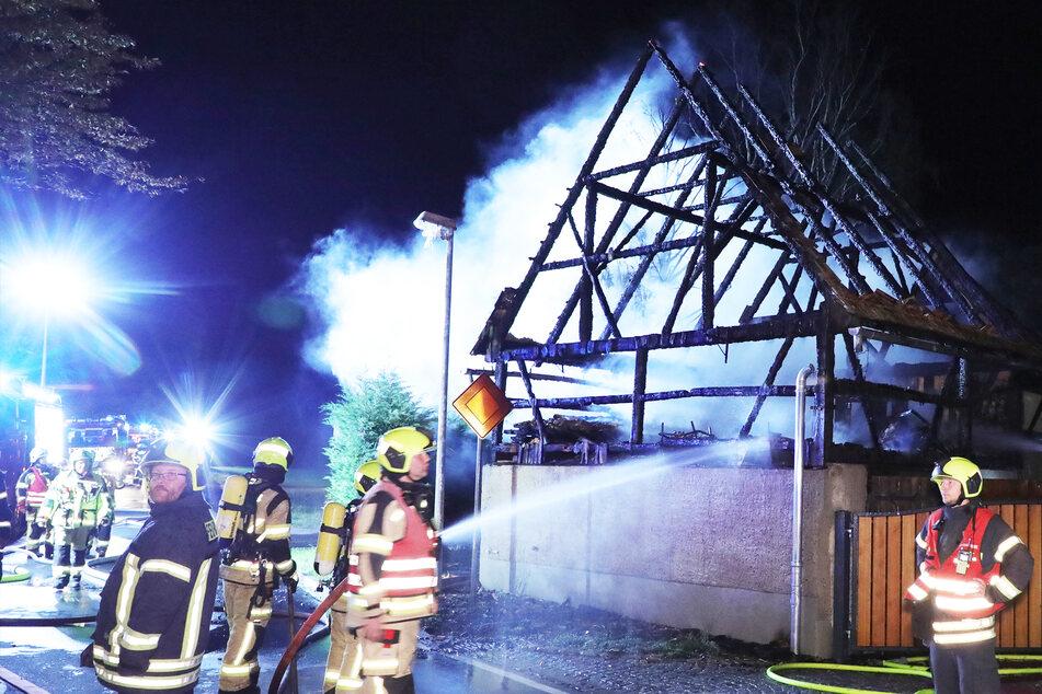 Dresden: Großer Brand zerstört Scheune bei Dresden: Feuerwehr verhindert Schlimmeres!
