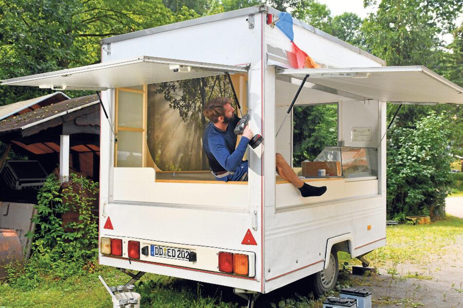 Die meisten Handgriffe an seinem Eiswagen erledigt Opitz selbst.