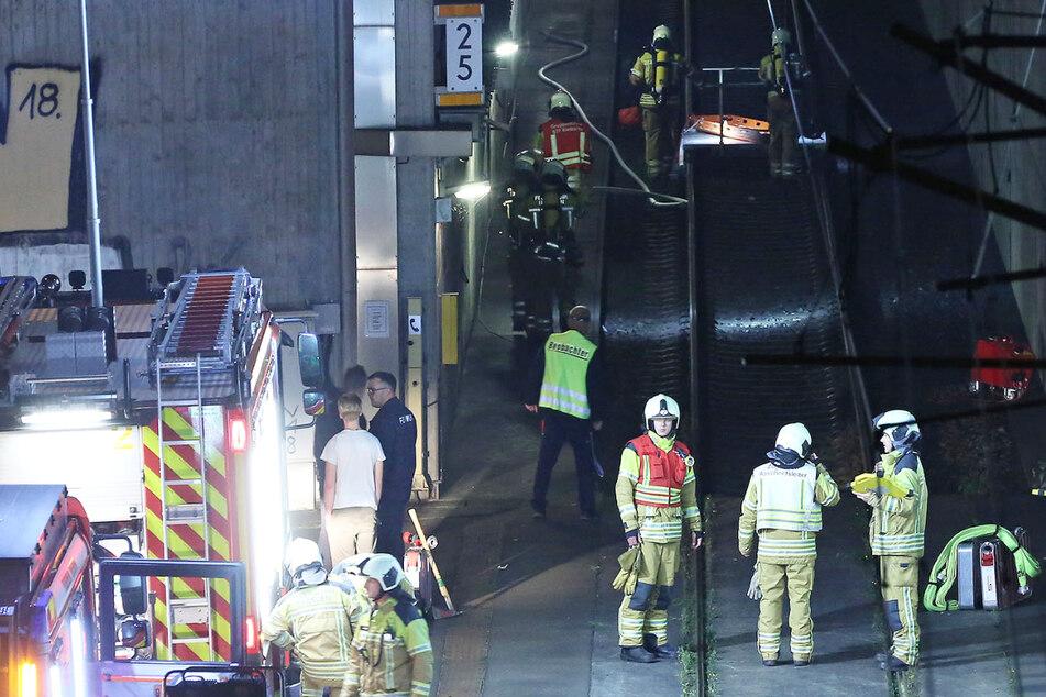 Übungseinsätze sind für die Feuerwehr unerlässlich: Ein solcher fand in der Nacht von Freitag auf Samstag am Flughafen Dresden statt.