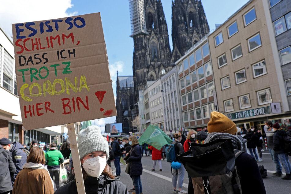 Vor allem junge Menschen gingen am gestrigen Freitag auf die Straße und machten sich für eine gerechte Klimapolitik stark.