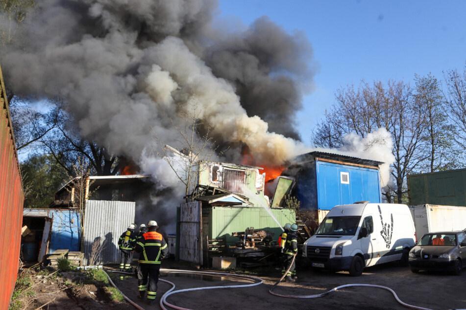 Schwarze Rauchwolke über Hamburg: Großbrand in Containerdepot