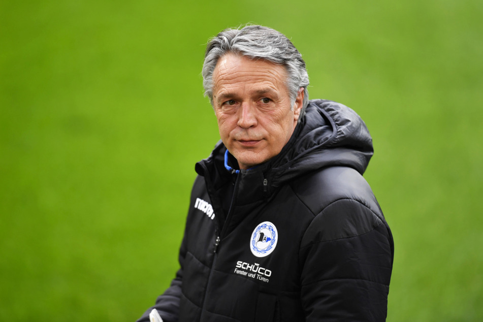 Uwe Neuhaus (61) verlor vier der vergangenen fünf Spiele mit Arminia Bielefeld, holte mit seinem Team zwischendurch aber auch ein überraschendes 3:3 beim FC Bayern München.