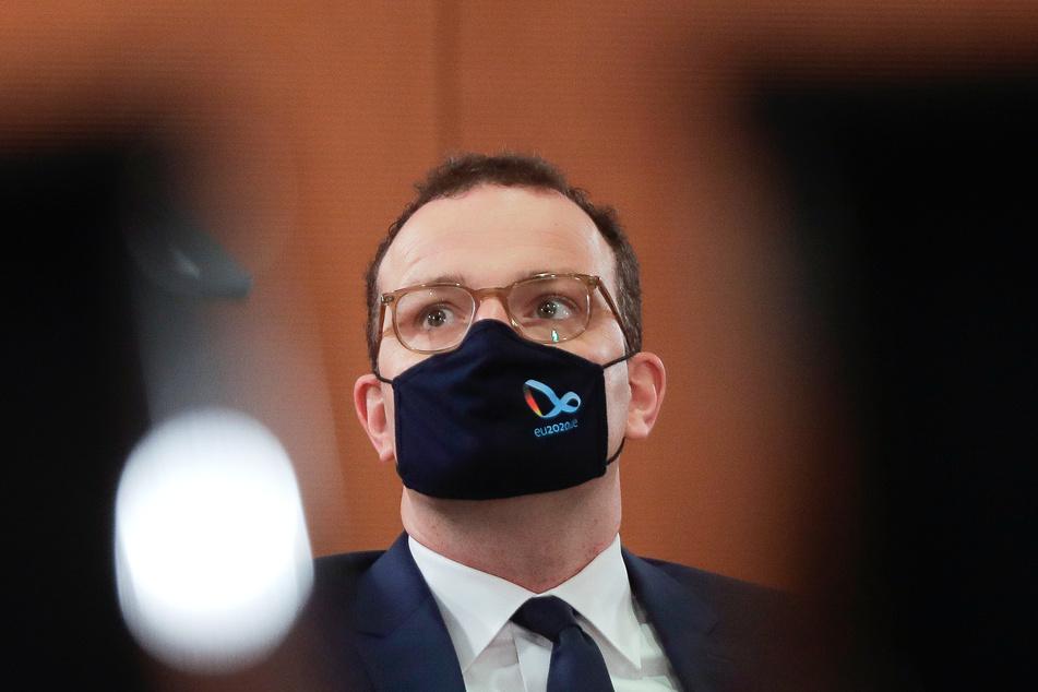 Jens Spahn (CDU), Bundesgesundheitsminister, mit Mund-Nasen-Schutz während einer Sitzung des Bundeskabinetts im Kanzleramt.