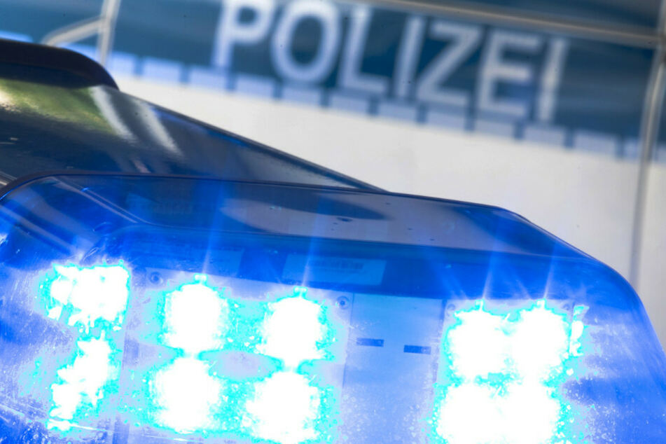 Mann schubst Jungen vor Straßenbahn: Verdächtiger meldet sich bei Polizeibeamten