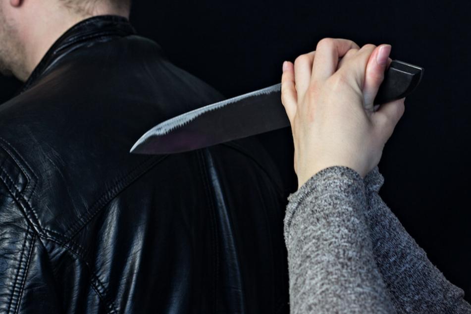 Schlafwandelnde Freundin greift Mann mit Messer an? Wilde Geschichte hat Konsequenzen