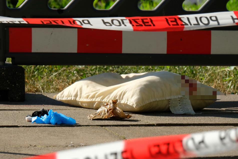 Hamburg: Mann liegt mit Paketband gefesselt und verletzt auf dem Gehweg