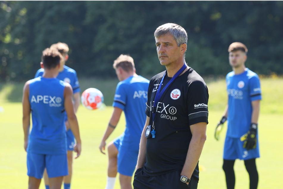 Kann Coach Jens Härtel (52, v.) die gute Form der Offensive mit in die neue Zweitliga-Saison retten?