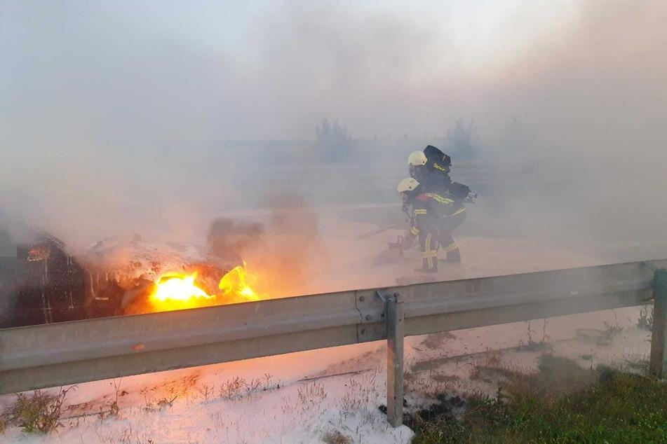 Auto geht auf A72 in Flammen auf!