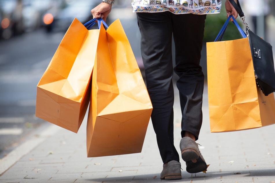 Shoppen in Bayern geht ab Montag häufig nur, wenn man einen negativen Corona-Test vorweisen kann. (Symbolbild)