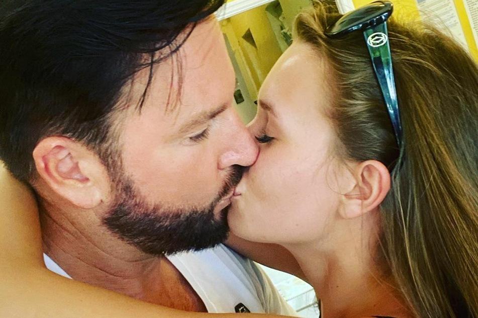 Immer noch total verliebt: Michael Wendler (48) und seine Laura beglücken ihre Instagram-Follower regelmäßig mit Pärchen-Bildern.