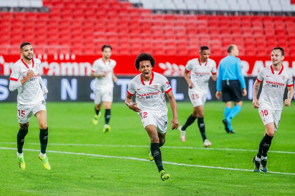 Mittelstürmer Youssef En-Nesyri (23, l.), Innenverteidiger Jules Kounde (22, v.-M.) und Mittelfeldlenker Ivan Rakitic (32, r.) sind drei tragende Säulen im Spiel des FC Sevilla.