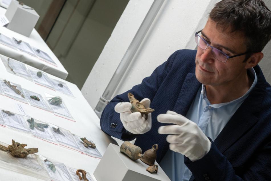Mega-Fund in Augsburg: 15 Kilo schwerer Silberschatz entdeckt!