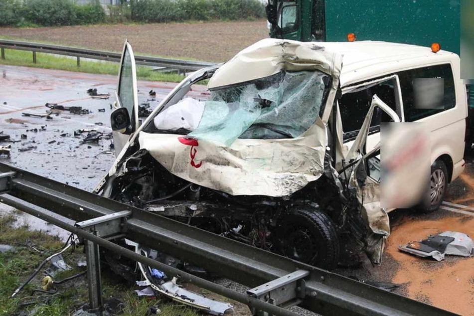 Unfall-Drama im Eichsfeld: Taxifahrer stirbt nach Laster-Crash