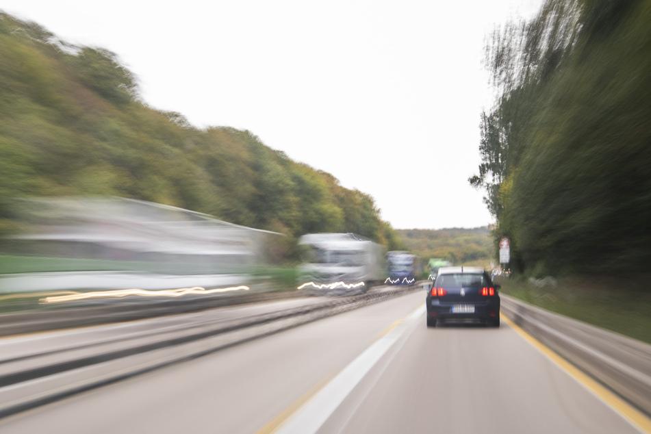 Tödliches Drama auf der A2: Fußgänger von Auto erfasst und überrollt