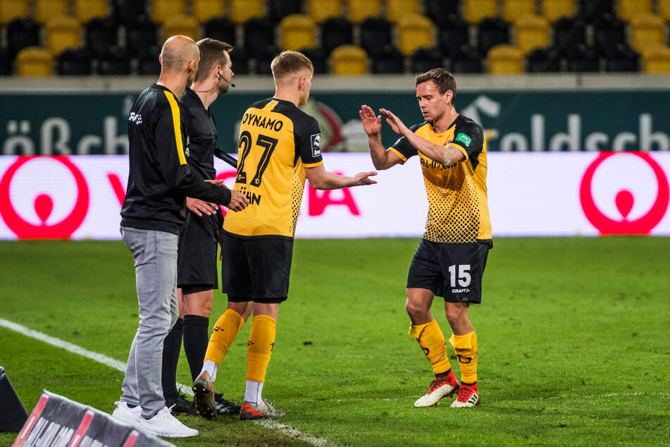 Generationenwechsel: Im Spiel gegen Duisburg kam Jonas Kühn (19, 2.v.r.) für Chris Löwe (32, r.).