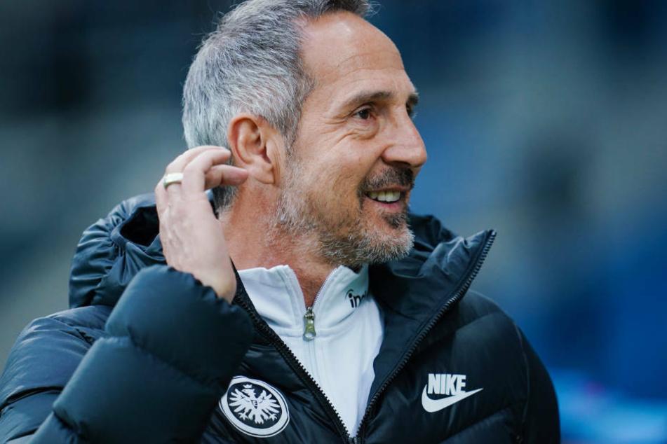 Trotz des Wirbels um Sportvorstand Fredi Bobic bleibt Eintracht-Trainer Adi Hütter gelassen.