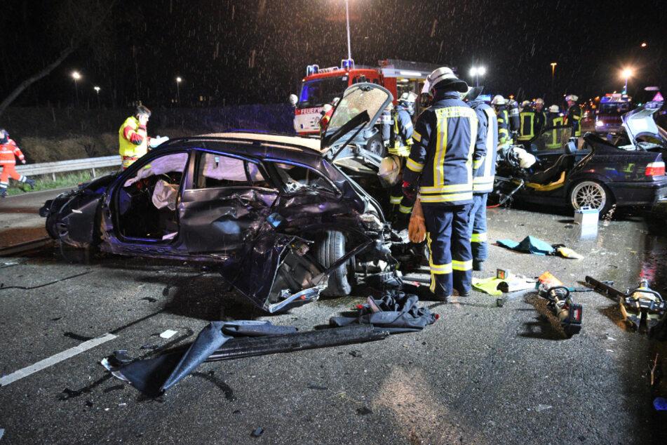 Einer der Fahrer war vermutlich zu schnell unterwegs und schleuderte nach einer Leitplanken-Kollision auf die Gegenfahrbahn.