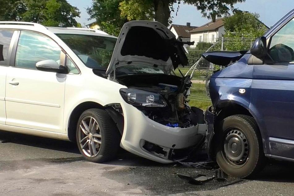 Bei dem Zusammenstoß wurden nach bisherigen Meldungen sechs Personen verletzt.