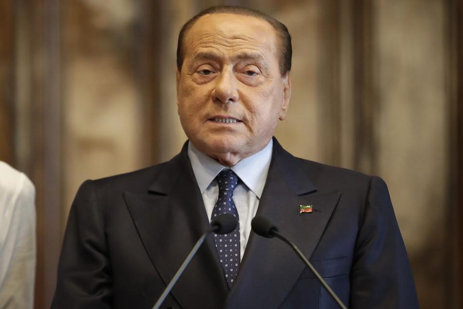 Silvio Berlusconi ist nach Angaben seiner Partei positiv auf das Coronavirus getestet worden.