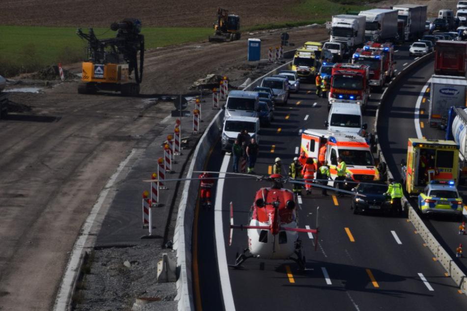 Vollsperrung auf der A6! Auto überschlägt sich, Rettungshubschrauber im Einsatz