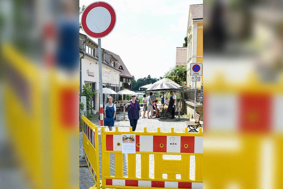 Eine der ältesten Straßen von Loschwitz könnte verkehrsberuhigt sein - wenn es den Poller wieder gäbe.