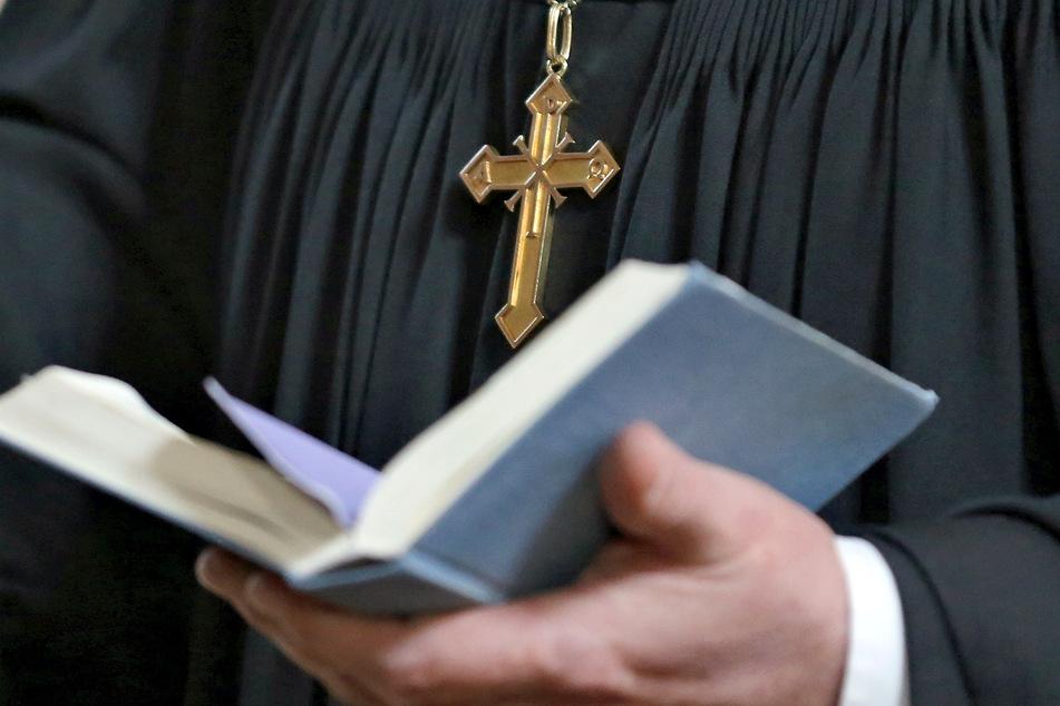 Konfirmandin zehn Jahre von Pfarrer missbraucht: Kirche offenbart Martyrium
