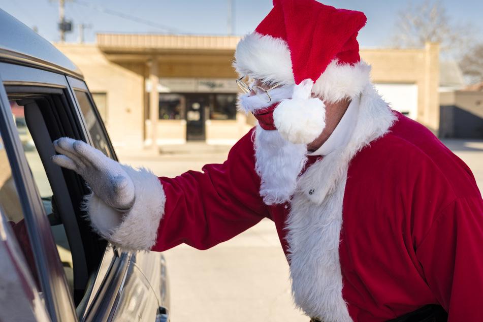 Frau wird von Weihnachtsmann verfolgt und erlebt unschöne Bescherung