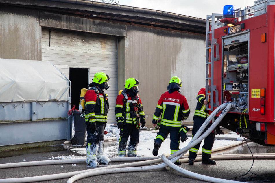 Insgesamt waren mehr als 100 Feuerwehrleute an dem Einsatz beteiligt.