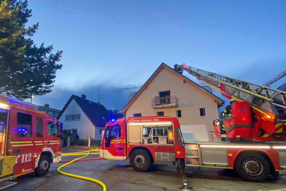 München: Feuerwehreinsatz in München: Brand in Mehrfamilienhaus