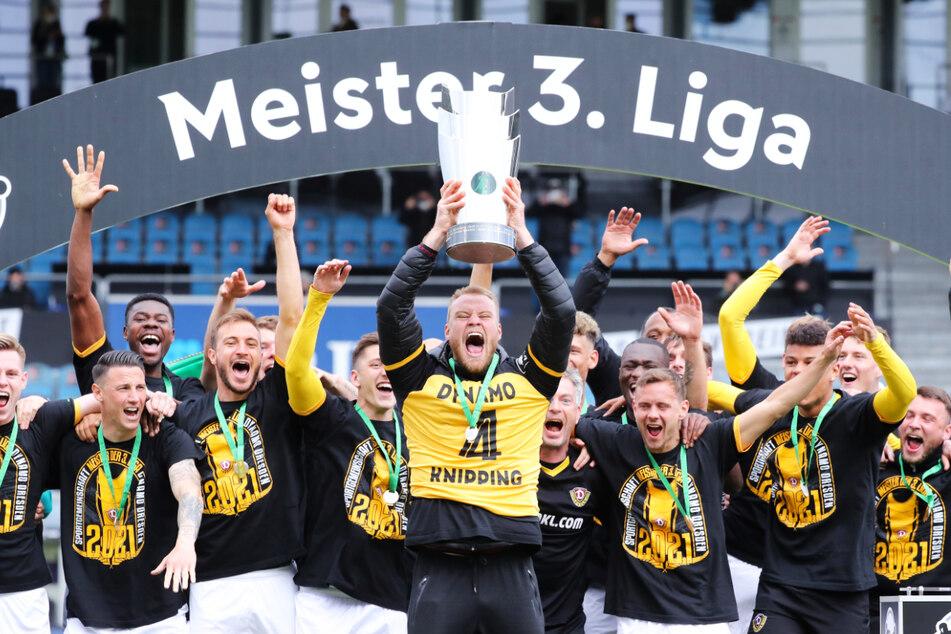 Sebastian Mai (27) stieg mit Dynamo Dresden als Meister in die 2. Bundesliga auf. Diesen großen Erfolg widmete er seiner verstorbenen Mutter.