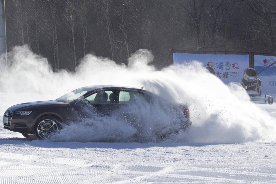 Vor allem auf frischem Schnee ist das Driften ein gefährlicher Spaß unter Autofahrern.