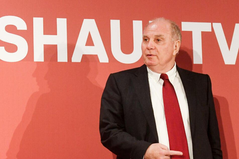 Uli Hoeneß (68), Ehrenpräsident des FC Bayern München, kritisiert die BVB-Transferpolitik. (Archiv)