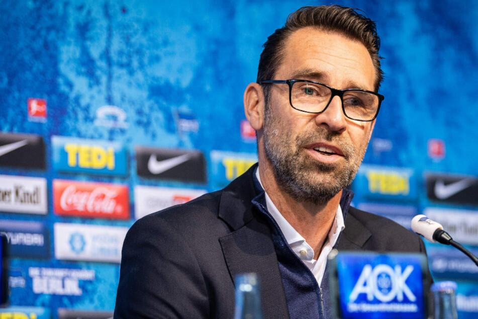 Hertha-Manager Michael Preetz (53) äußert sich auf einer Pressekonferenz.