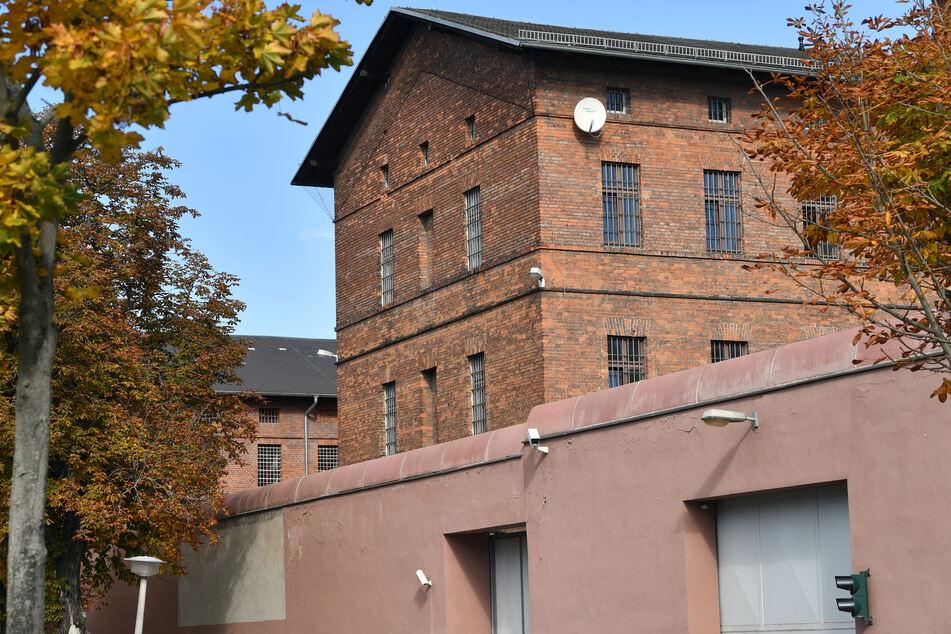 """Blick auf die Hauptanstalt der Justizvollzugsanstalt in Halle/Saale, den sogenannten Roten Ochsen""""."""